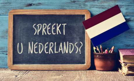 chalkboard with 'spreekt u nederlands?'